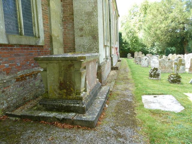 Abbotts Ann - St Mary: churchyard (6)