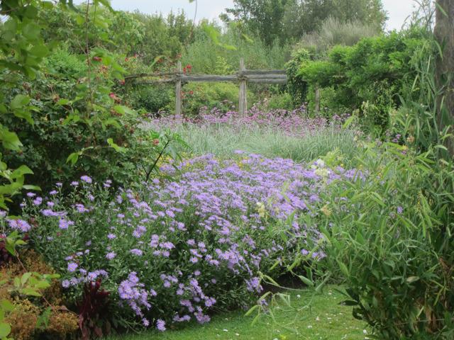 Central garden at Yalding gardens