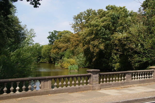 The lake at Cannon Hill Common