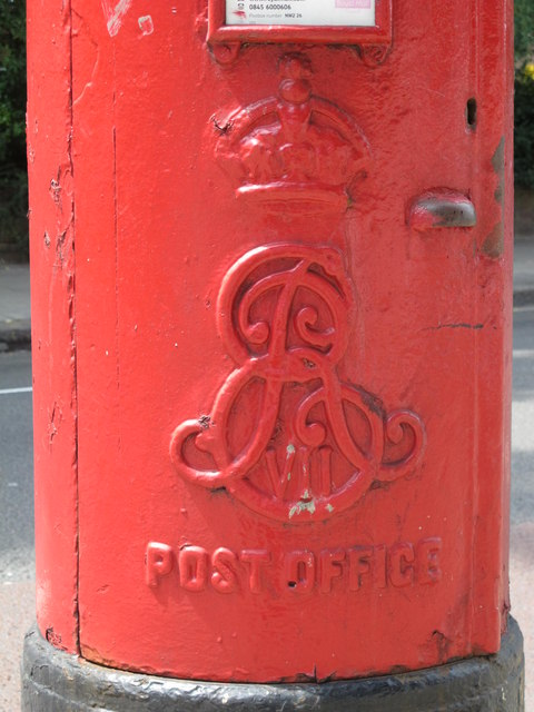 Edward VII postbox, Shoot-up Hill / Kingscroft Road, NW2 - royal cipher