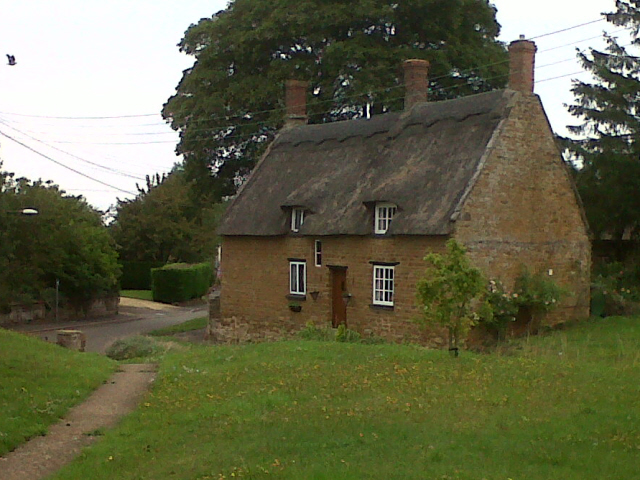 Thatched cottages on Church Lane, Ridlington