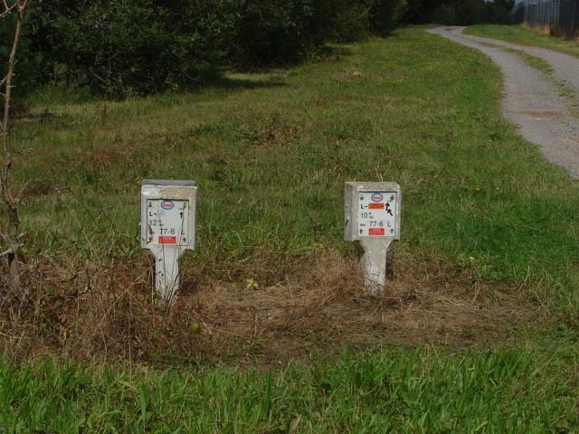 Pipeline markers, Chobham Ridge