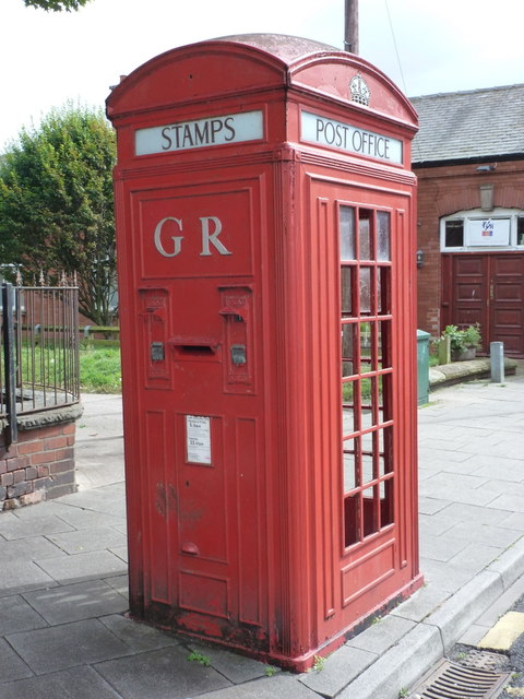 Whitley Bay: very rare K4 telephone box
