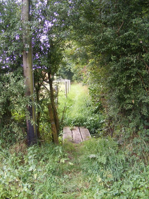 Footpath to the B1079 Grunsdisburgh Road