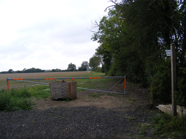 Footpath to Snipe Farm Lane & the B1079 Grundisburgh Road
