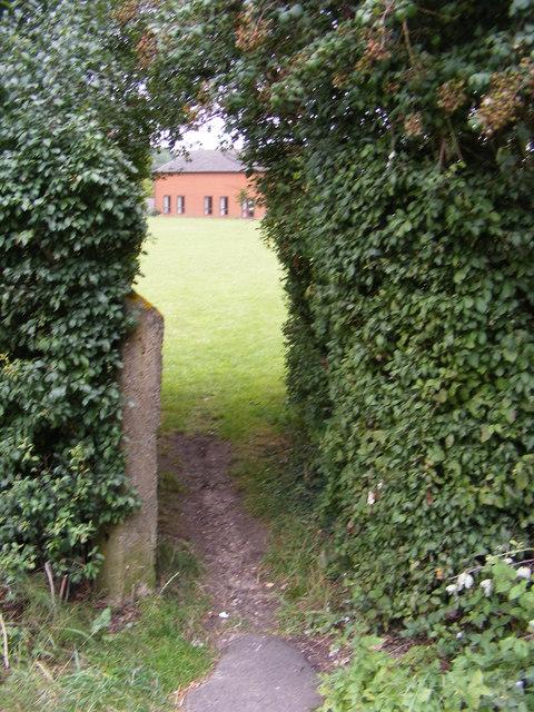 Footpath to Clopton Playing Field