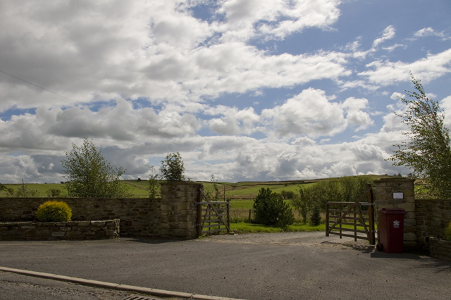 Entrance Drive to Field End Barn
