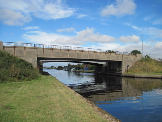 Whitley  Bridge  with  Old  Whitley  Bridge  beyond.