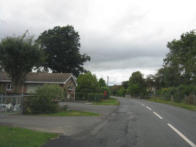 Bungalows along the B4360, Kingsland