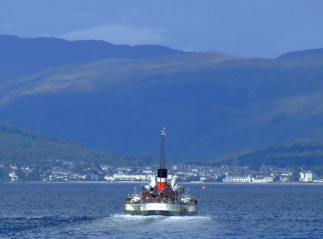 PS Waverley steaming towards Dunoon