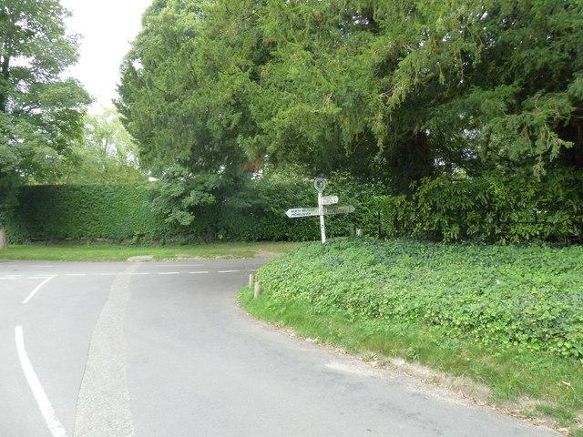 Signpost opposite Dummer Church