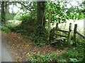 SO5273 : Footpath stile and signpost, Steventon Road by Christine Johnstone