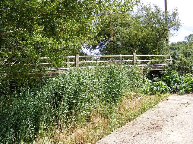 Footbridge of the footpath to Framsden Road