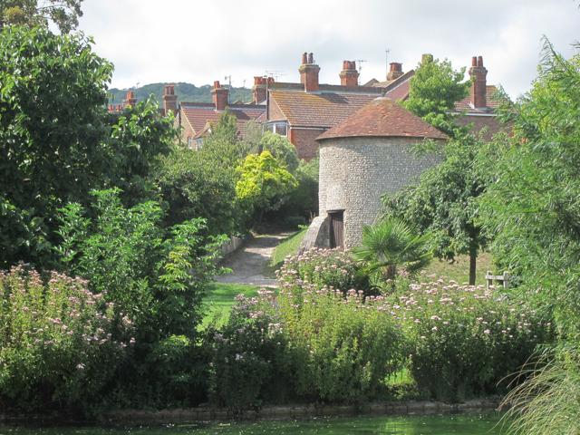 Dovecote in Motcombe Gardens
