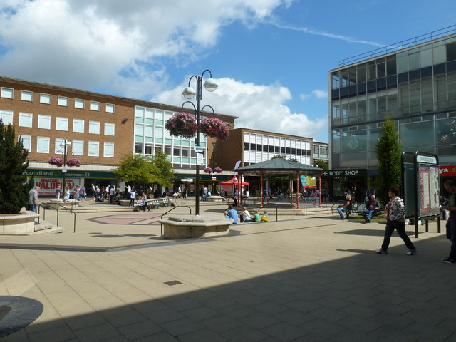 Summer in Queens Square, Crawley