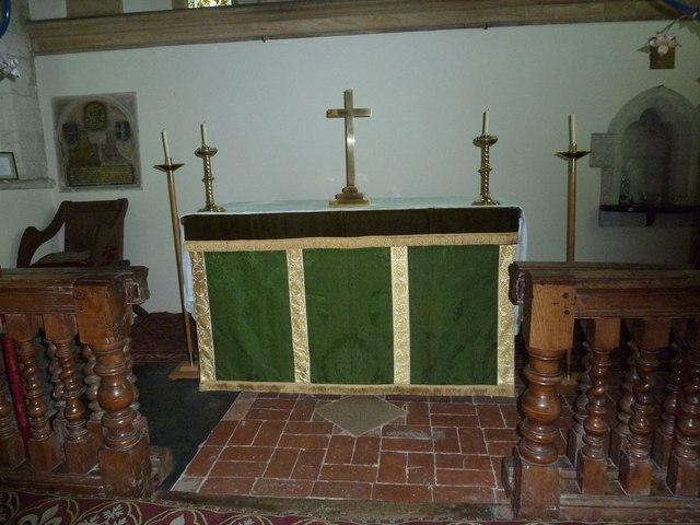 Dummer - All Saints Church: altar