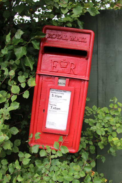 Elizabeth II Postbox, Shire Lane, Horn Hill, Chalfont St Peter, Buckinghamshire