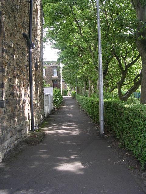 Footpath alongside Birkenshaw Park - Bradford Road