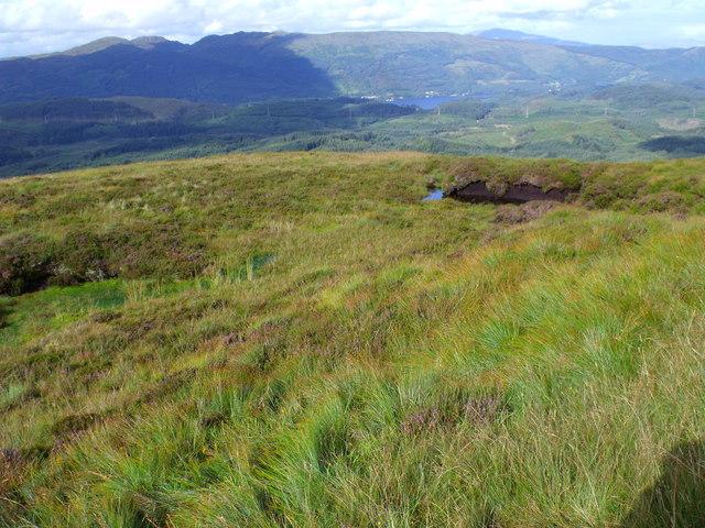 Peat hag on minor ridge on north side of Beinn Bhreac