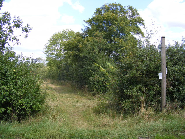 Footpath to Hall Lane & Chapel Road  & the B1077