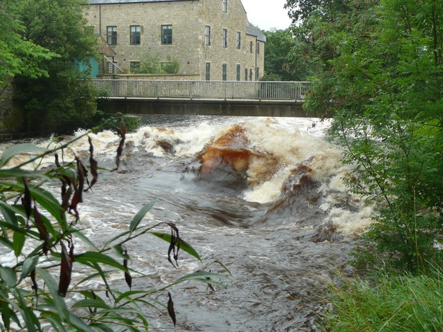 Standing wave upstream of the Memorial Footbridge, Settle