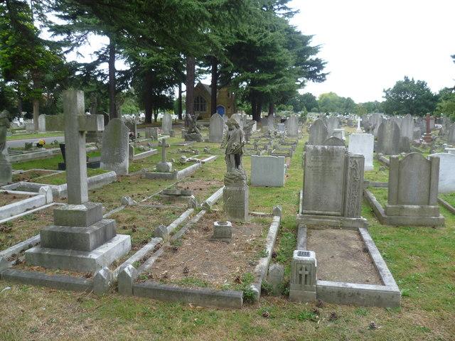In New Brentford Cemetery