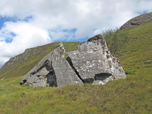 Boulder above Loch Staonsaid