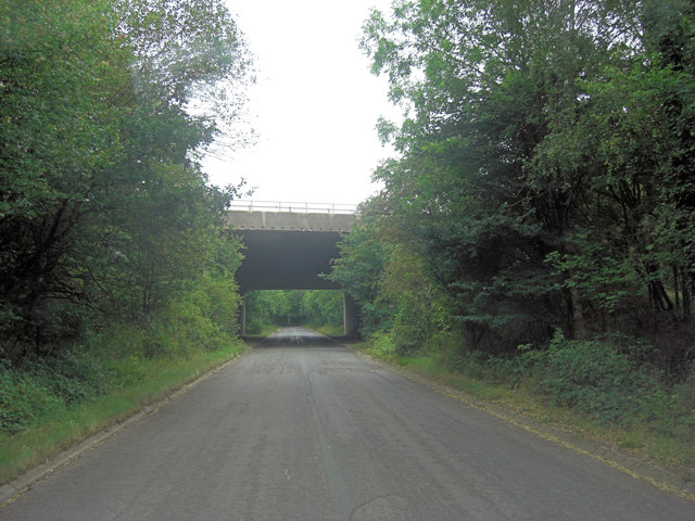 M4 crosses un-named lane south of Burnt Hill