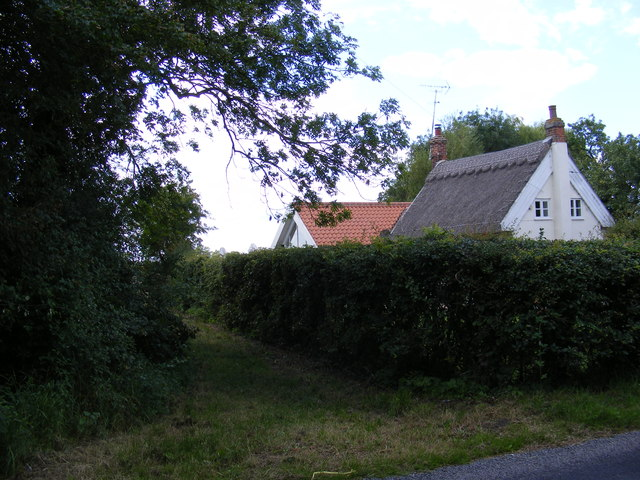Footpath to Ipswich Road
