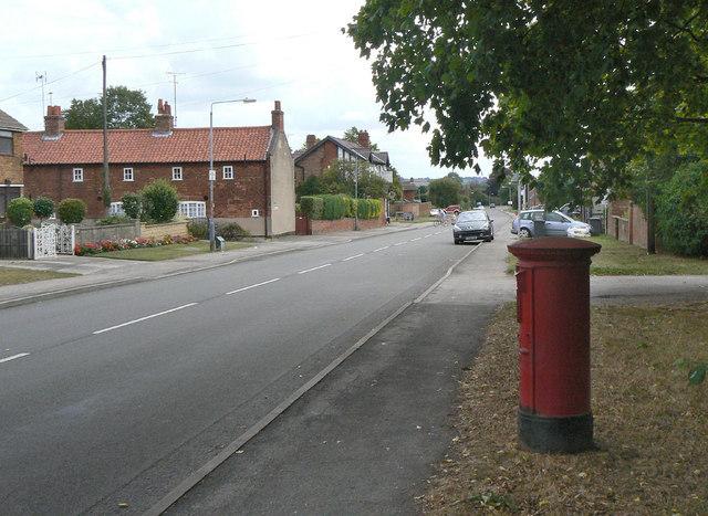 Main Street Calverton postbox (ref. NG14 23)