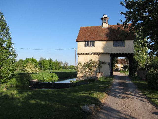 Down Hall Farm gatehouse