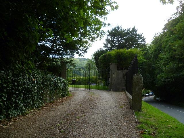 Entranceway next to Poynings churchyard