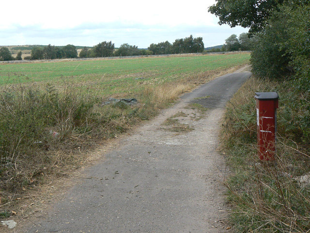Track at the edge of the recreation ground