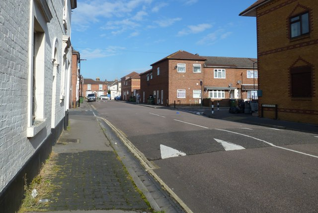 Approaching the junction of St Albans and Northumberland Roads