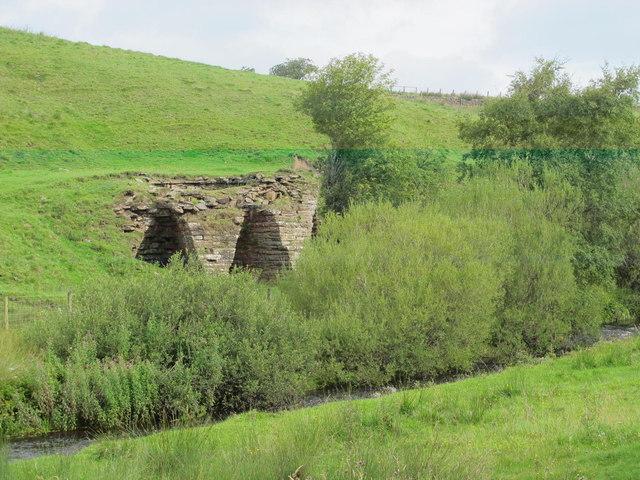 Lime kiln near Haltwhistle Burn
