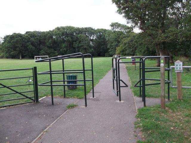 Path in Hollyoak Wood Park