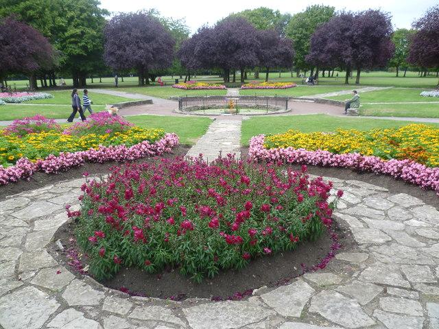 Formal gardens in Lampton Park