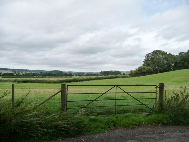 Gated field entrance near Broomy Bank