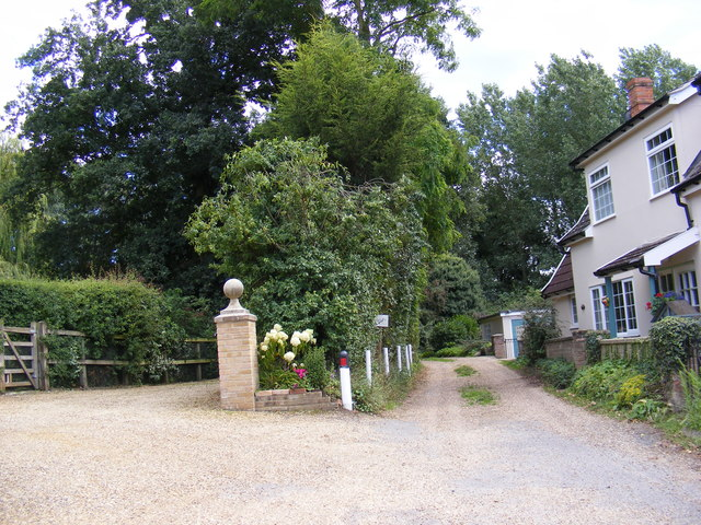 Footpath to Woodbridge Road