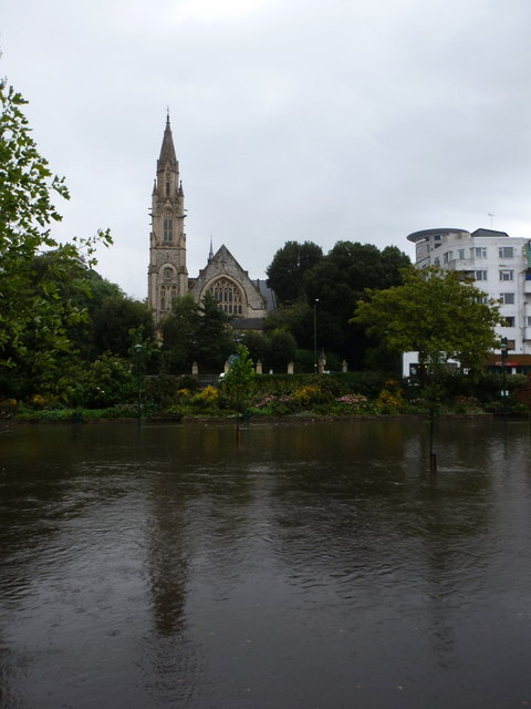 Bournemouth: Richmond Hill St. Andrew's from across the flooded Gardens