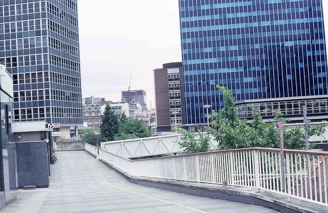 Raised walkway alongside London Wall (1988)