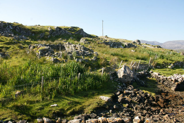 Ruined houses beside the jetty at Miabhaig