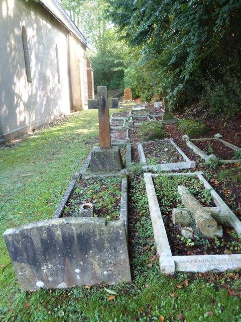 Churchyard at St Mary Ewshot (2)
