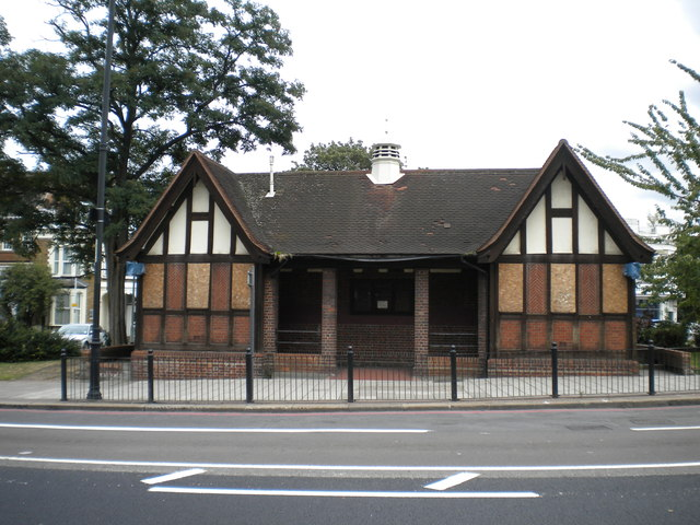 Bus shelter, High Road N17
