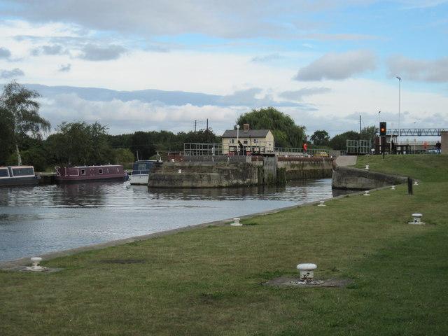 A  &  C  Canal  toward  Whitley  Locks