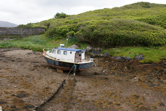 Boat at low tide at Amhuinnsuidhe