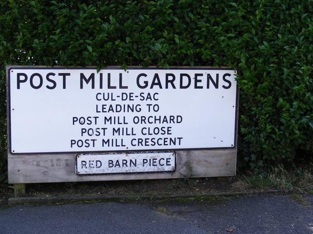 Post Mill Gardens, Grundisburgh name sign