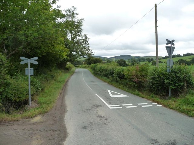 Level crossing on the B4385