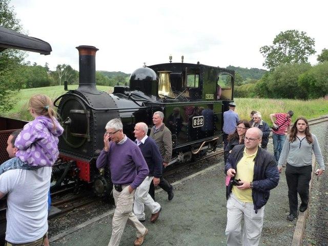Passengers for Welshpool get back on