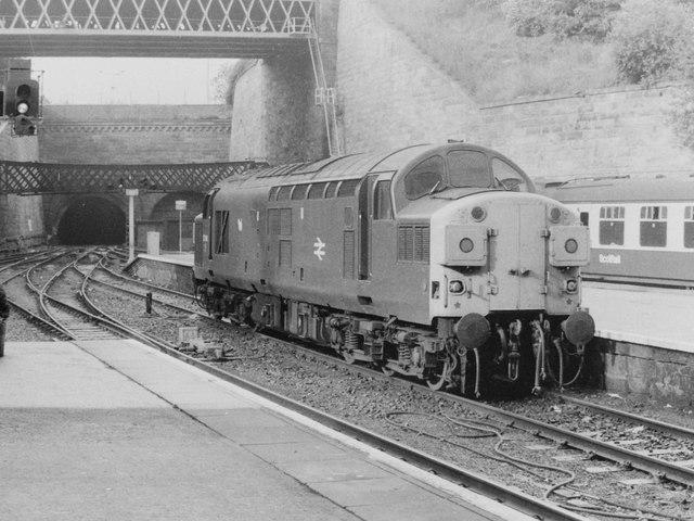 Class 37 at Glasgow Queen St, 1985